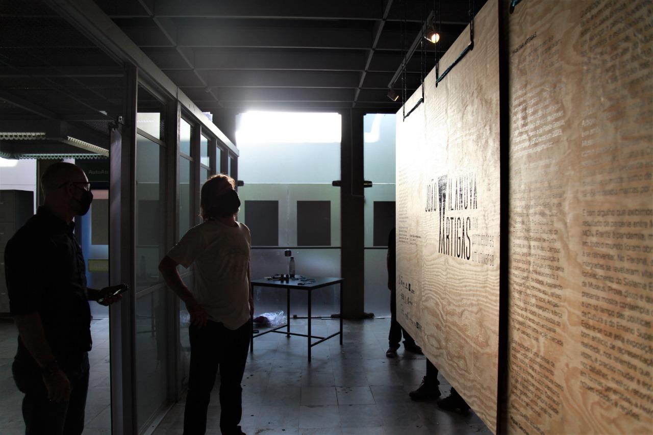 Vídeos documentam bastidores da exposição Vilanova Artigas em Ponta Grossa