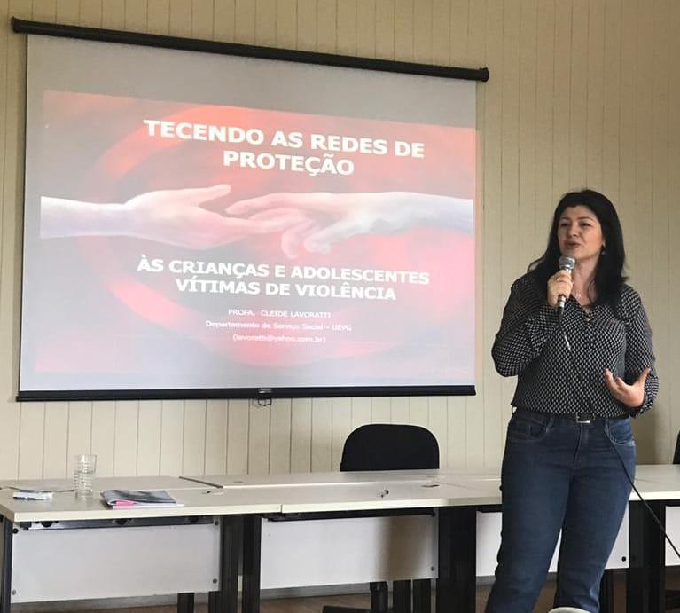 A PROEX parabeniza a professora Cleide Lavoratti pela menção honrosa recebida